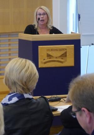 Marit Nilsen på talerstolen